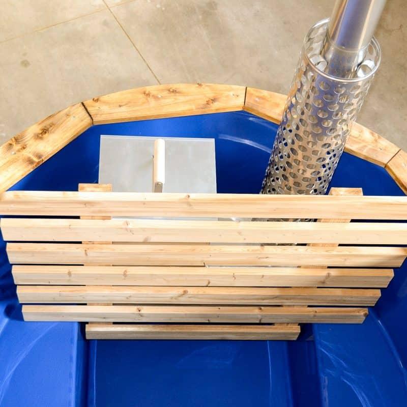 Badtunna med plastinsats och inre kamin